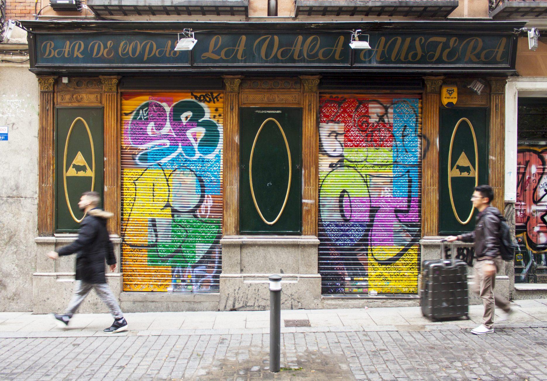 Pintura mural con tetris de colores
